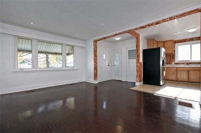 Photo 4: Photos: Main 50 S Wilson Road in Oshawa: Central House (Bungalow) for lease : MLS®# E3980743
