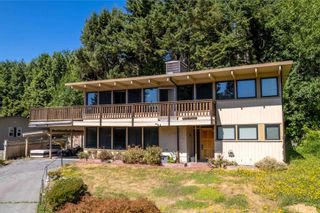"""Photo 2: 87 GLENMORE Drive in West Vancouver: Glenmore House for sale in """"Glenmore"""" : MLS®# R2604393"""