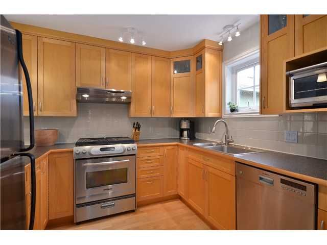 Photo 5: Photos: 2585 W 8TH Avenue in Vancouver: Kitsilano Townhouse for sale (Vancouver West)  : MLS®# V1002578