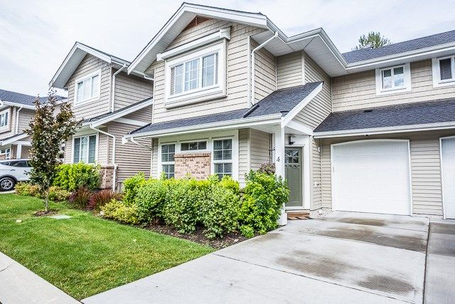 """Main Photo: 4 12161 237 Street in Maple Ridge: East Central Townhouse for sale in """"VILLAGE GREEN"""" : MLS®# R2097665"""