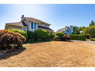 """Photo 3: 2280 MOUNTAIN Drive in Abbotsford: Abbotsford East House for sale in """"MOUNTAIN VILLAGE"""" : MLS®# R2611229"""