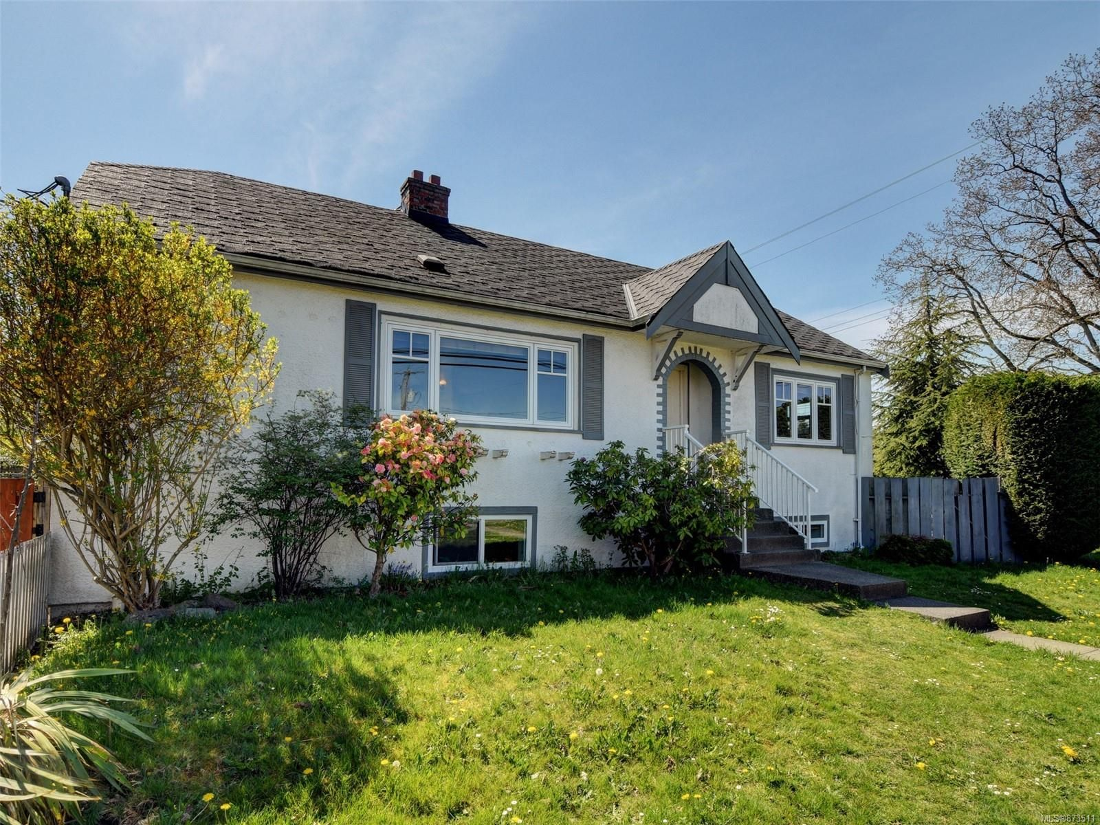 Main Photo: 2727 Richmond Rd in : SE Camosun House for sale (Saanich East)  : MLS®# 873511