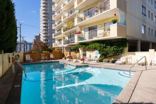 """Photo 15: 601 2187 BELLEVUE Avenue in West Vancouver: Dundarave Condo for sale in """"Surfside Towers"""" : MLS®# R2620121"""