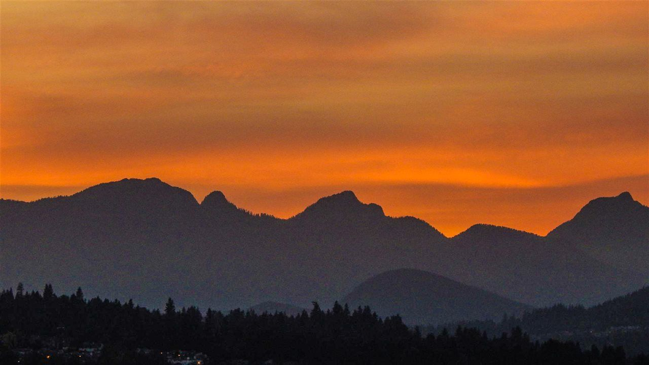 Sunset view to the North Shore mountains