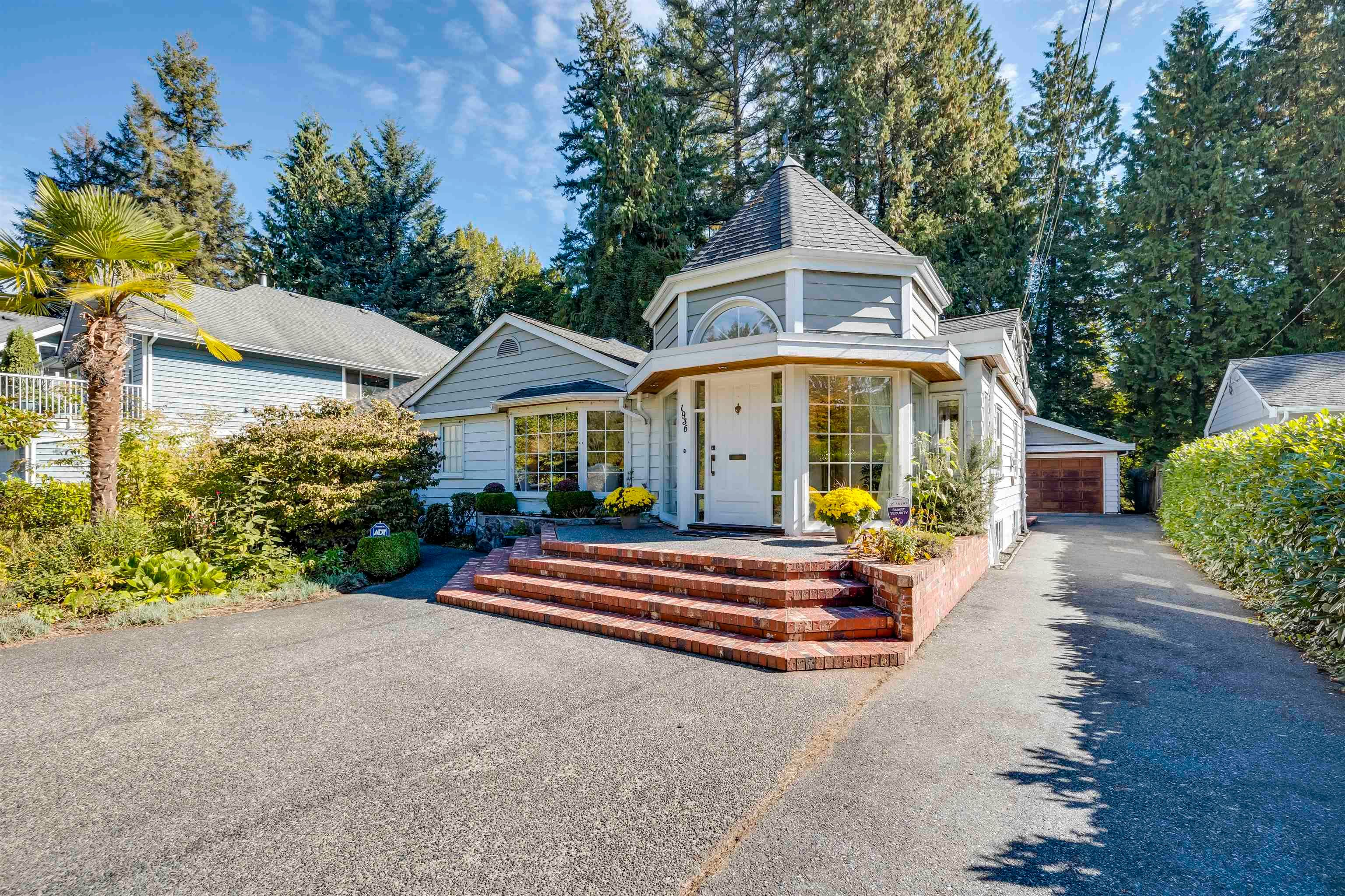 Main Photo: 1936 MACKAY Avenue in North Vancouver: Pemberton Heights House for sale : MLS®# R2621071