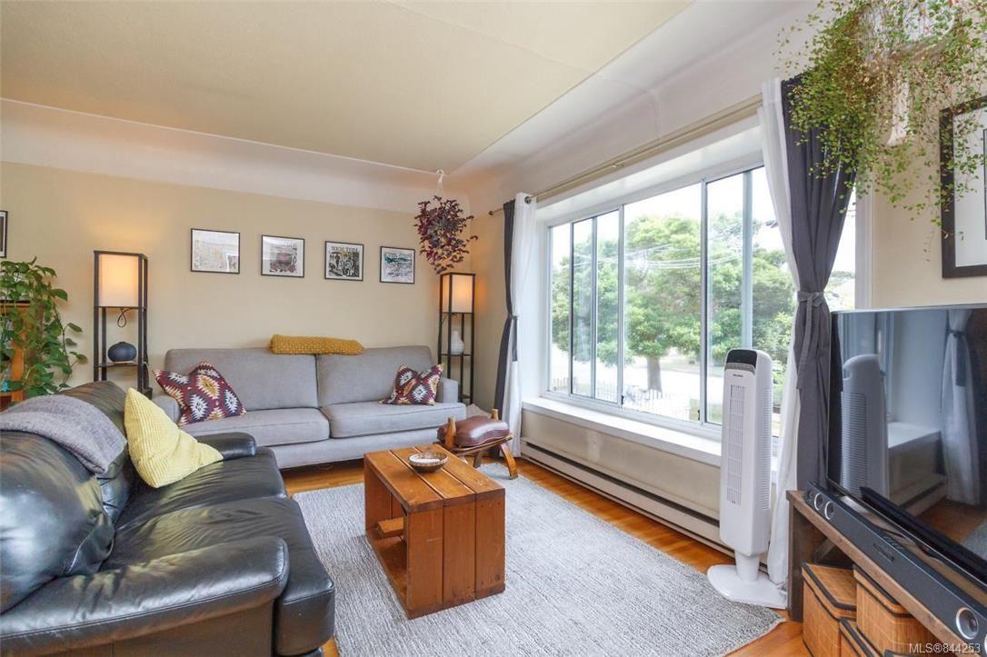 Photo 4: Photos: 2546 Garden St in Victoria: Vi Oaklands Full Duplex for sale : MLS®# 844253