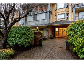 Photo 1: 301 1459 BLACKWOOD Street: White Rock Condo for sale (South Surrey White Rock)  : MLS®# R2429826
