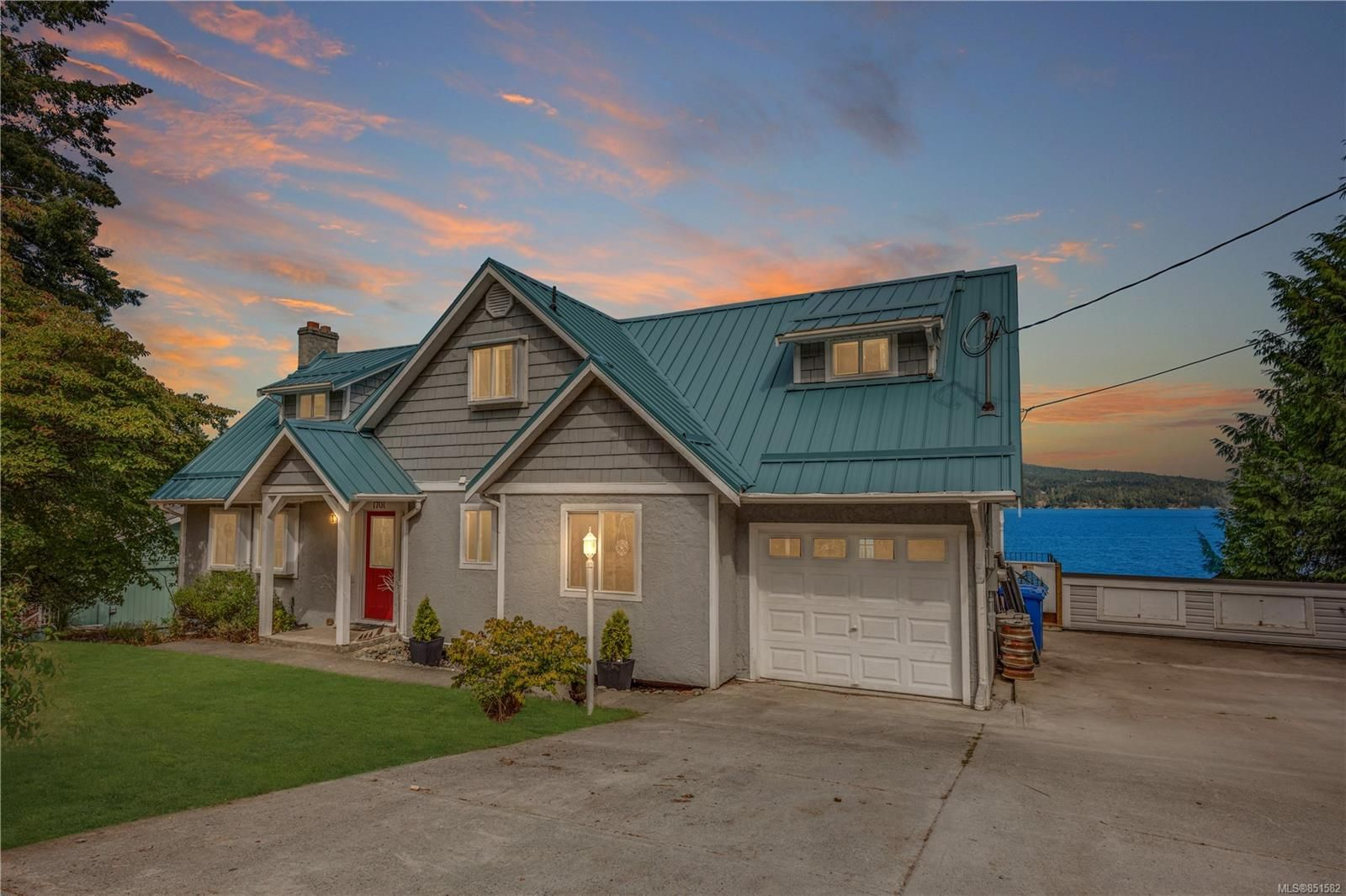 Main Photo: 1701 Sandy Beach Rd in : ML Mill Bay House for sale (Malahat & Area)  : MLS®# 851582