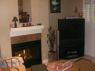 """Photo 2: 16655 64TH Ave in Surrey: Cloverdale BC Townhouse for sale in """"Ridgewood Estates"""" (Cloverdale)  : MLS®# F2626827"""