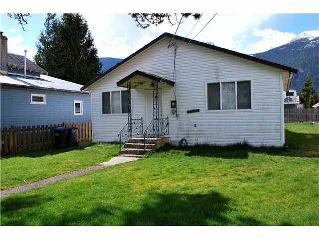 Main Photo: 38045 THIRD AVENUE in Squamish: Downtown SQ House for sale : MLS®# V1137366