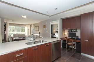 Photo 11: 202 2940 KING GEORGE BOULEVARD in South Surrey White Rock: King George Corridor Home for sale ()  : MLS®# R2314708