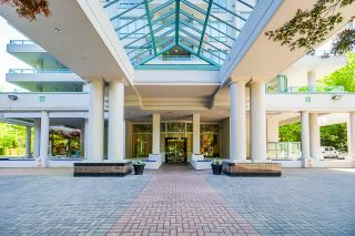 """Photo 3: 10E 6128 PATTERSON Avenue in Burnaby: Metrotown Condo for sale in """"Grand Central Park Place"""" (Burnaby South)  : MLS®# R2454140"""