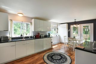Photo 5: 93 CHADWICK Road in Gibsons: Gibsons & Area House for sale (Sunshine Coast)  : MLS®# R2594709