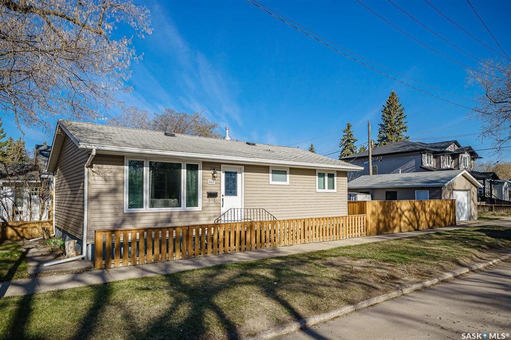 Main Photo: 802 31st Street West in Saskatoon: Hudson Bay Park Residential for sale : MLS®# SK852883