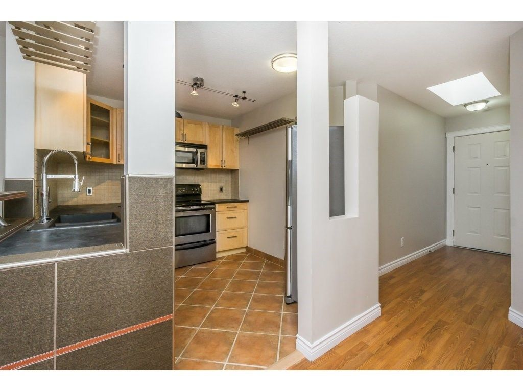 """Photo 4: Photos: 302 33839 MARSHALL Road in Abbotsford: Central Abbotsford Condo for sale in """"Cityscape"""" : MLS®# R2106369"""