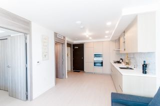 """Photo 6: 1802 455 SW MARINE Drive in Vancouver: Marpole Condo for sale in """"W1"""" (Vancouver West)  : MLS®# R2382915"""