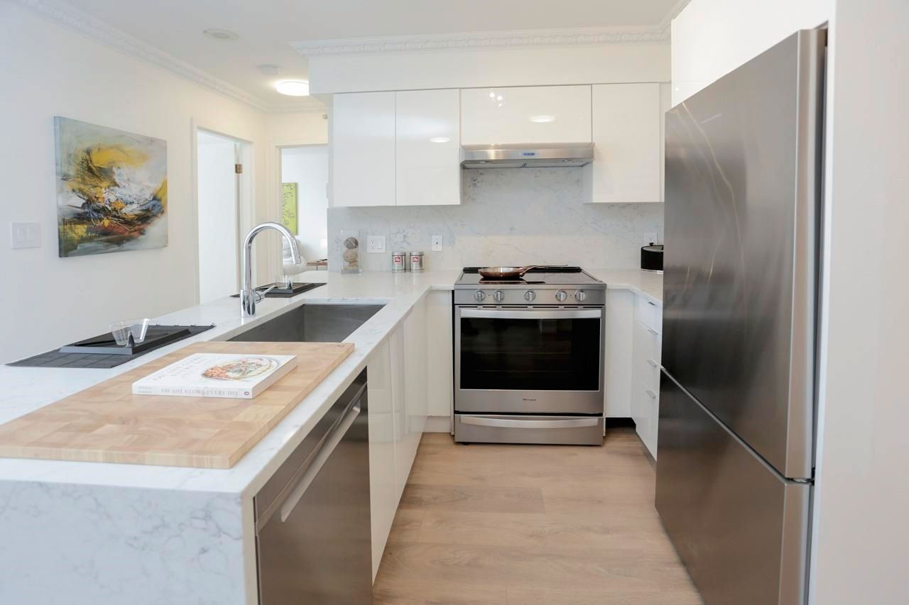 """Main Photo: 602 488 HELMCKEN Street in Vancouver: Yaletown Condo for sale in """"Robinson Tower"""" (Vancouver West)  : MLS®# R2602761"""