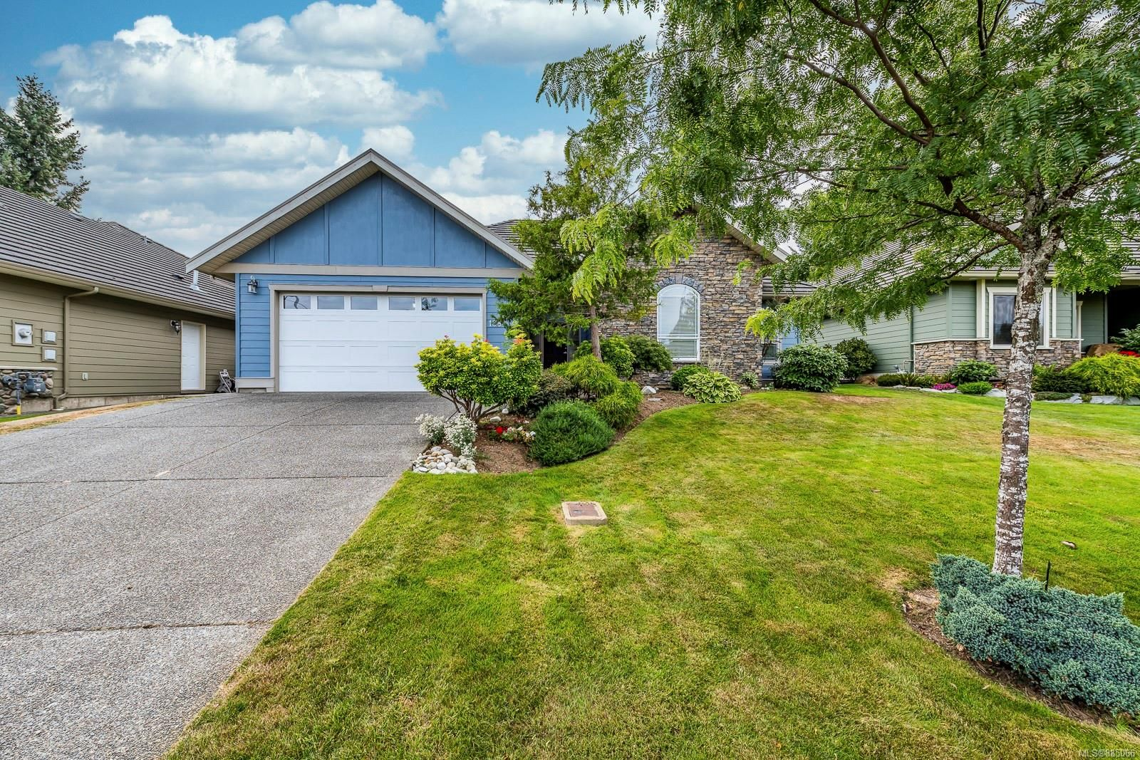 Main Photo: 1884 Sussex Dr in : CV Crown Isle House for sale (Comox Valley)  : MLS®# 885066