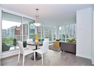 """Photo 5: 2308 161 W GEORGIA Street in Vancouver: Downtown VW Condo for sale in """"Cosmo"""" (Vancouver West)  : MLS®# R2032266"""