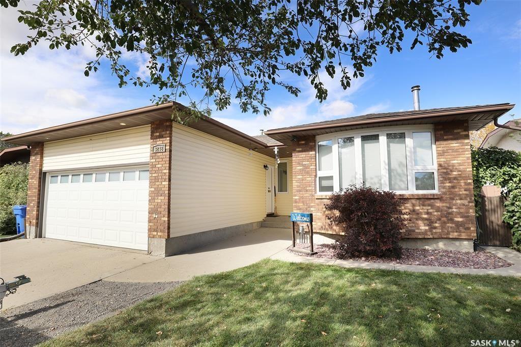 Main Photo: 3218 CARNEGIE Street in Regina: Engelwood Residential for sale : MLS®# SK873686
