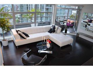 Photo 2: 2003 989 BEATTY STREET in : Yaletown Condo for sale : MLS®# V952074