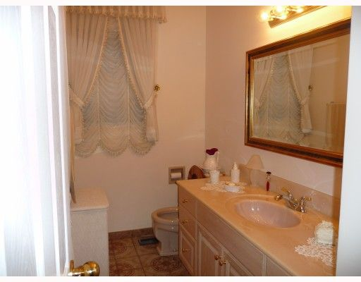 Photo 6: Photos: 1661 E 36TH Avenue in Vancouver: Knight House for sale (Vancouver East)  : MLS®# V782560