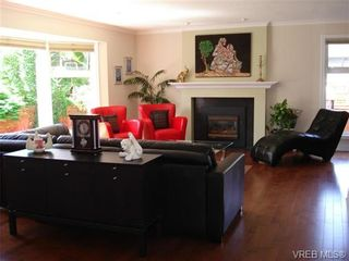 Photo 2: 954 Leveret Pl in VICTORIA: SE Lake Hill House for sale (Saanich East)  : MLS®# 671820