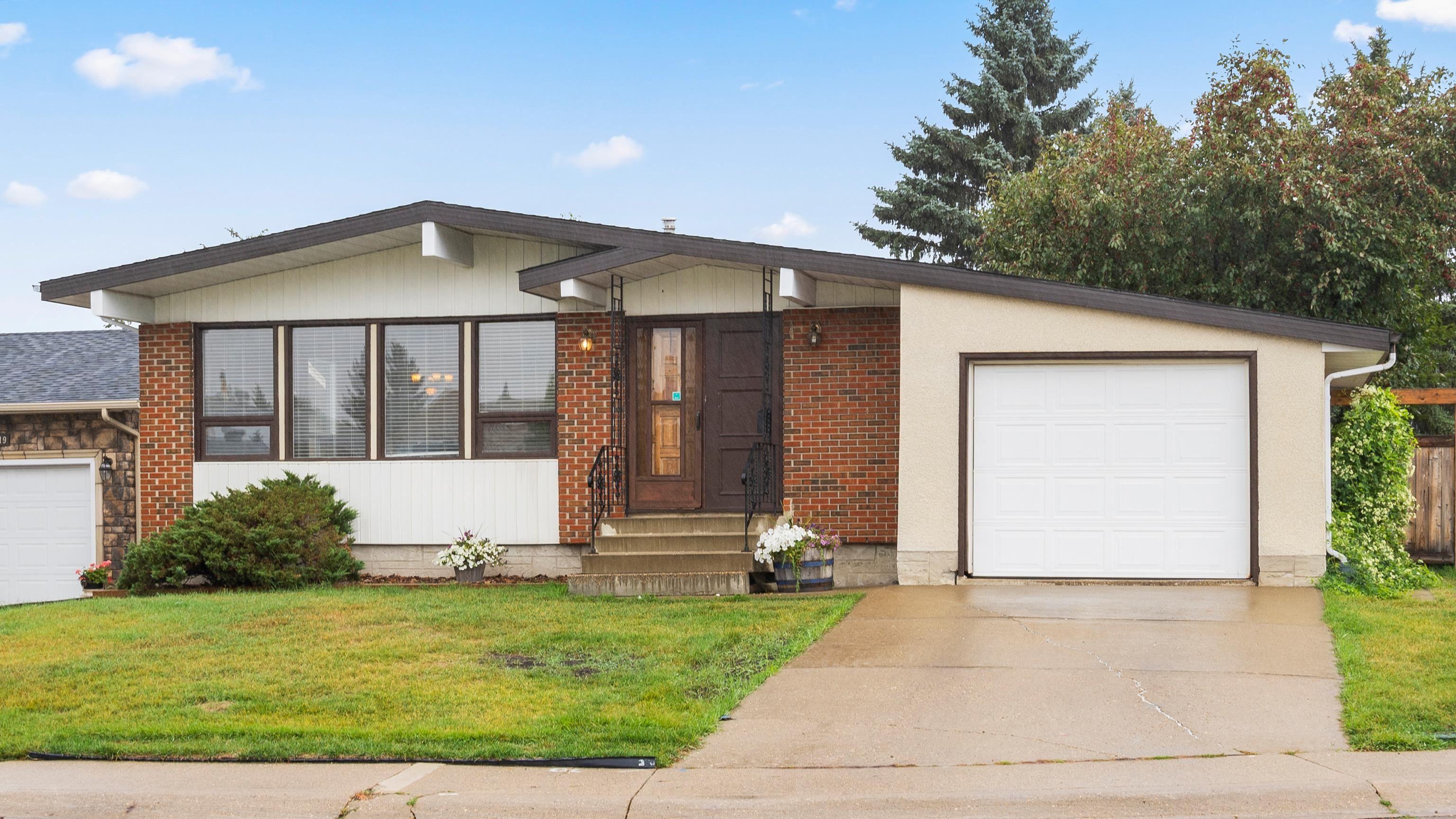 Main Photo: 15015 115 Street in Edmonton: Zone 27 House for sale : MLS®# E4261426