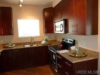 Photo 4: 307 21 Conard St in : VR Hospital Condo for sale (View Royal)  : MLS®# 569639