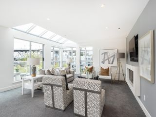 """Photo 3: 407 1551 MARINER Walk in Vancouver: False Creek Condo for sale in """"LAGOONS"""" (Vancouver West)  : MLS®# R2383720"""