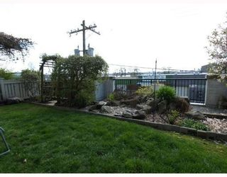 Photo 10: 111-333 East 1st Street in North Vancouver: Lower Lonsdale Condo for sale : MLS®# V762405
