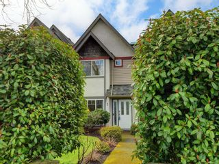 Photo 2: 2 2828 Shelbourne St in : Vi Oaklands Row/Townhouse for sale (Victoria)  : MLS®# 866174