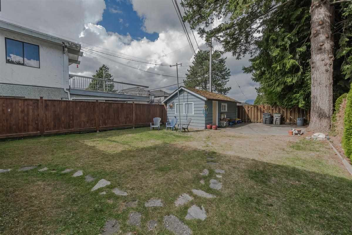 Photo 15: Photos: 2225 E 27TH AVENUE in Vancouver: Victoria VE House for sale (Vancouver East)  : MLS®# R2206387