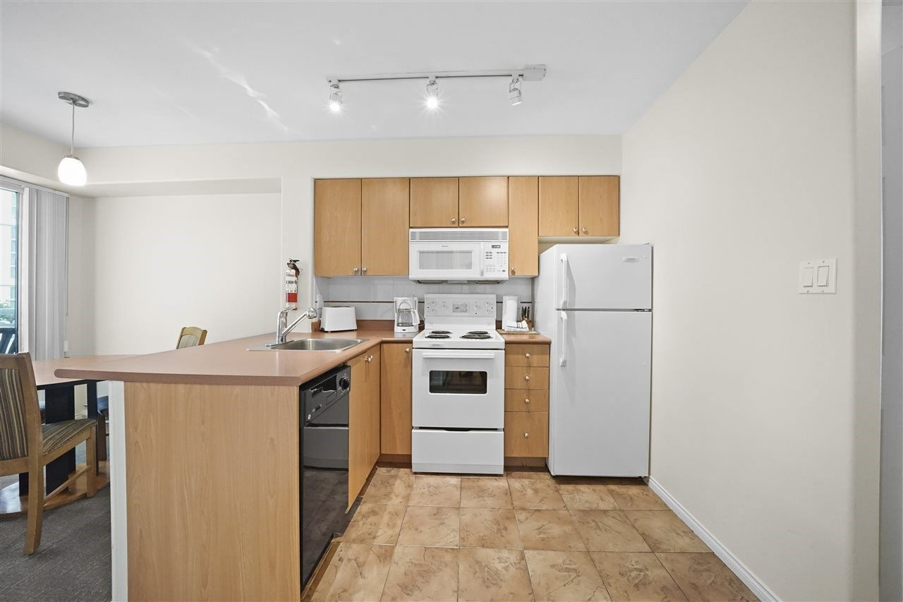 """Photo 6: Photos: 405 910 BEACH Avenue in Vancouver: Yaletown Condo for sale in """"MERIDIAN"""" (Vancouver West)  : MLS®# R2534010"""