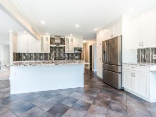 """Photo 10: 8740 213 Street in Langley: Walnut Grove House for sale in """"Forest Hills"""" : MLS®# R2595638"""