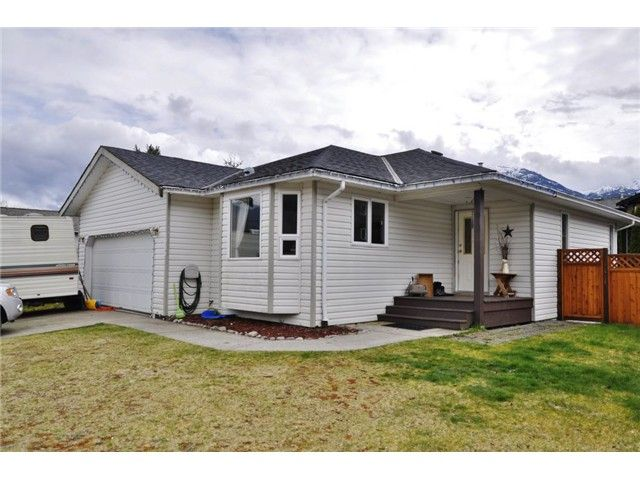 Main Photo: 1006 Edgewater Crescent in Squamish: Northyards House for sale : MLS®# V1056997