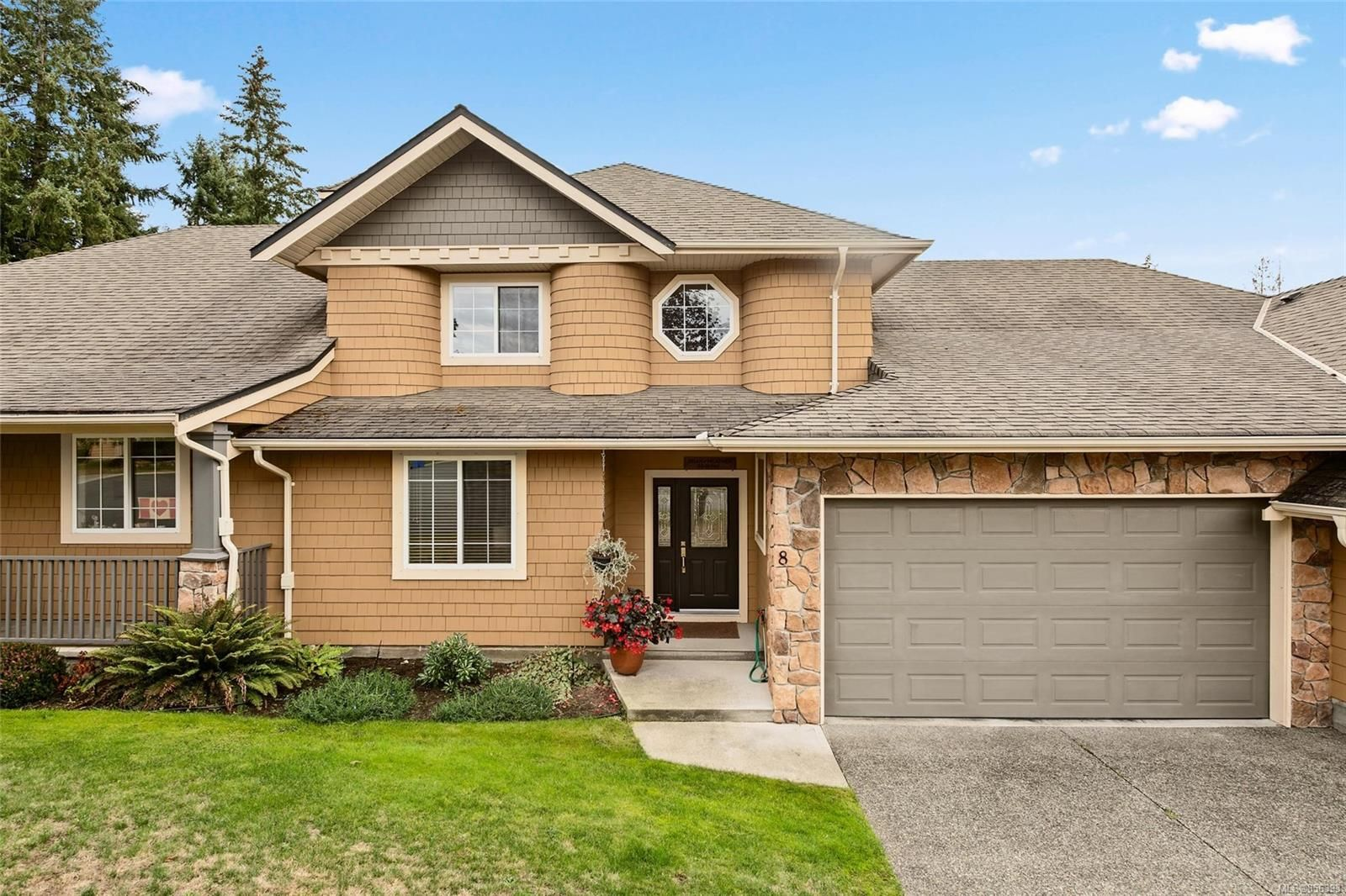 Main Photo: 8 912 Brulette Pl in : ML Mill Bay Row/Townhouse for sale (Malahat & Area)  : MLS®# 856393