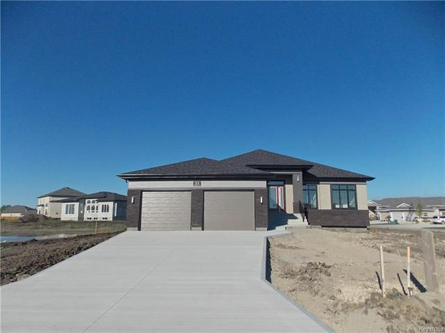 Main Photo: 33 Carlington Crescent in Oak Bluff: RM of MacDonald Residential for sale (R08)  : MLS®# 1811937