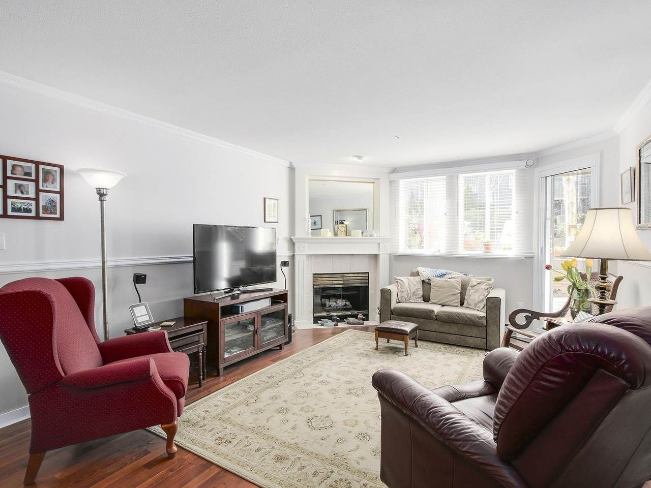 """Photo 2: Photos: 209 1575 BEST Street: White Rock Condo for sale in """"THE EMBASSY"""" (South Surrey White Rock)  : MLS®# R2151526"""