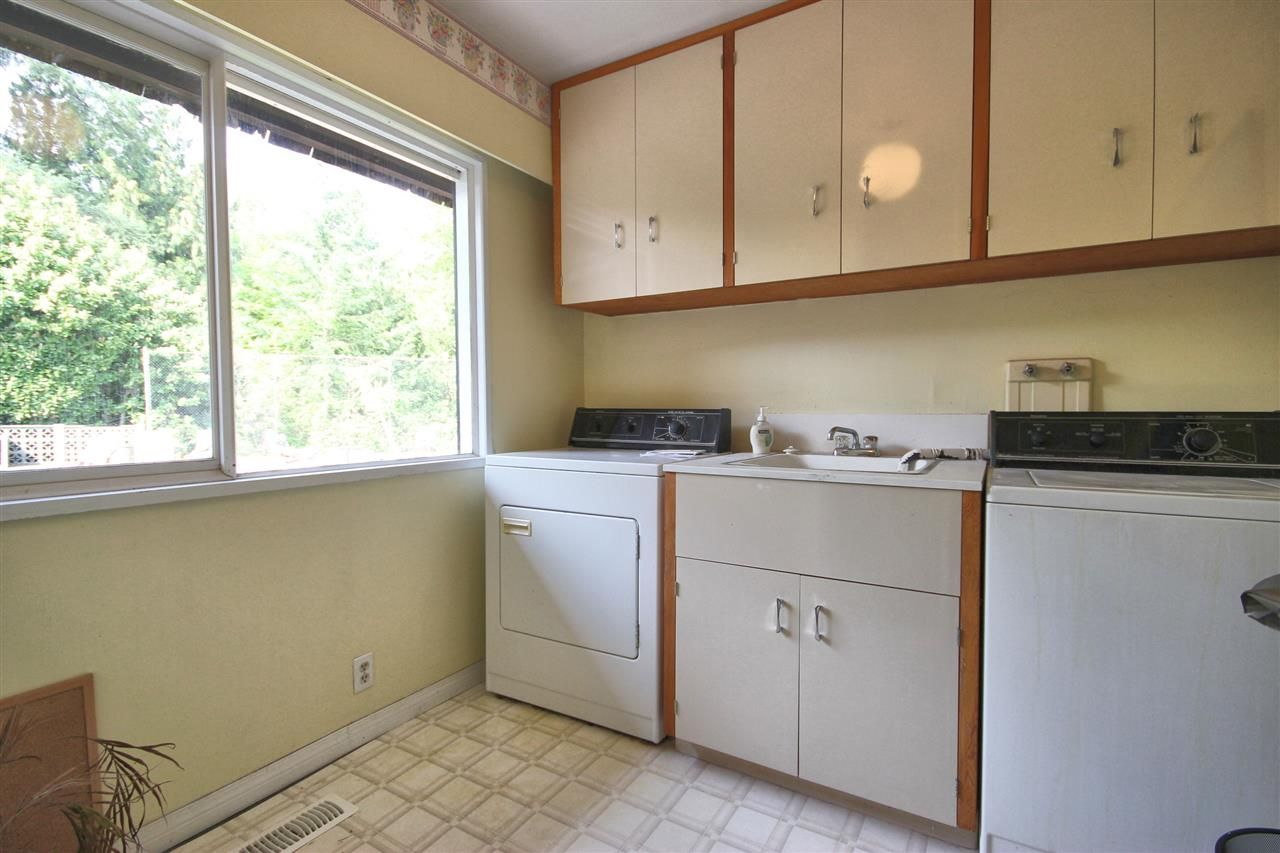 Photo 9: Photos: 4807 PATRICK PLACE in Burnaby: South Slope House for sale (Burnaby South)