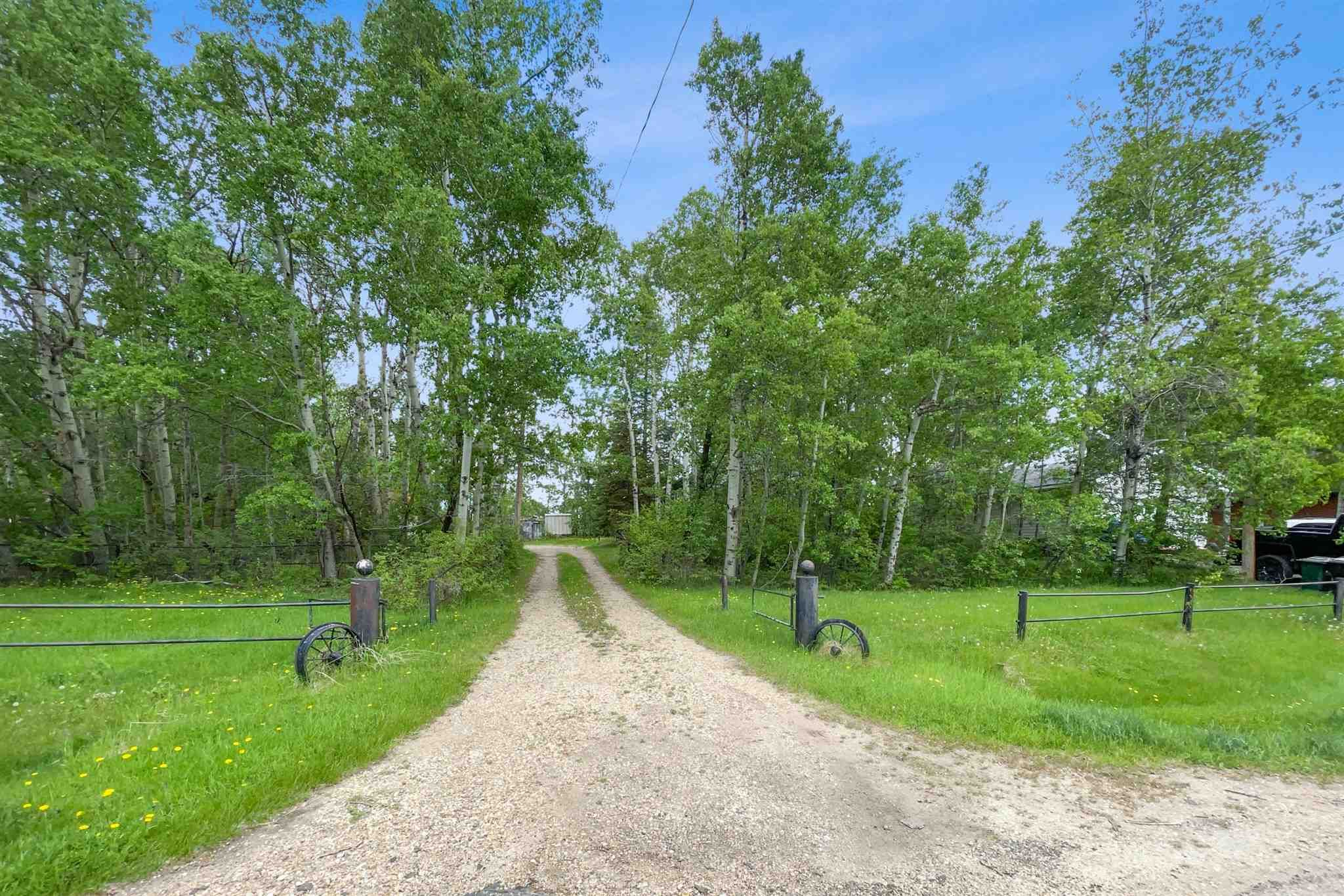 Main Photo: 84 52059 RGE RD 220: Rural Strathcona County House for sale : MLS®# E4247284
