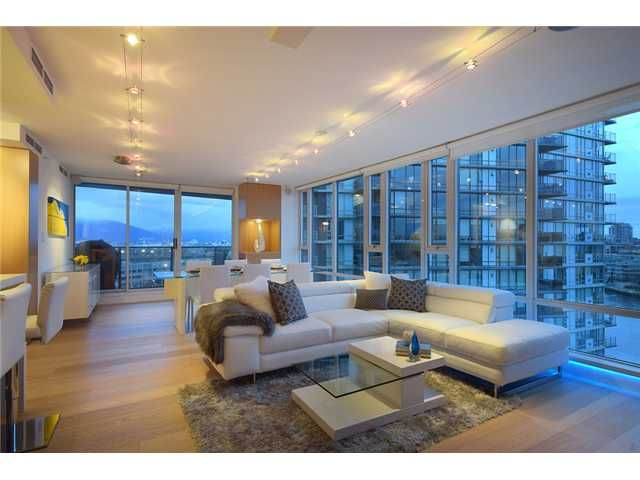 """Main Photo: 1203 918 COOPERAGE Way in Vancouver: Yaletown Condo for sale in """"THE MARINER"""" (Vancouver West)  : MLS®# V1048985"""
