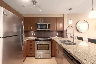 """Photo 2: 202 588 BROUGHTON Street in Vancouver: Coal Harbour Condo for sale in """"HARBOURSIDE PARK"""" (Vancouver West)  : MLS®# R2579225"""