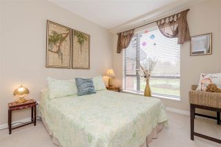"""Photo 15: 204 1580 MARTIN Street in Surrey: White Rock Condo for sale in """"Sussex House"""" (South Surrey White Rock)  : MLS®# R2357775"""
