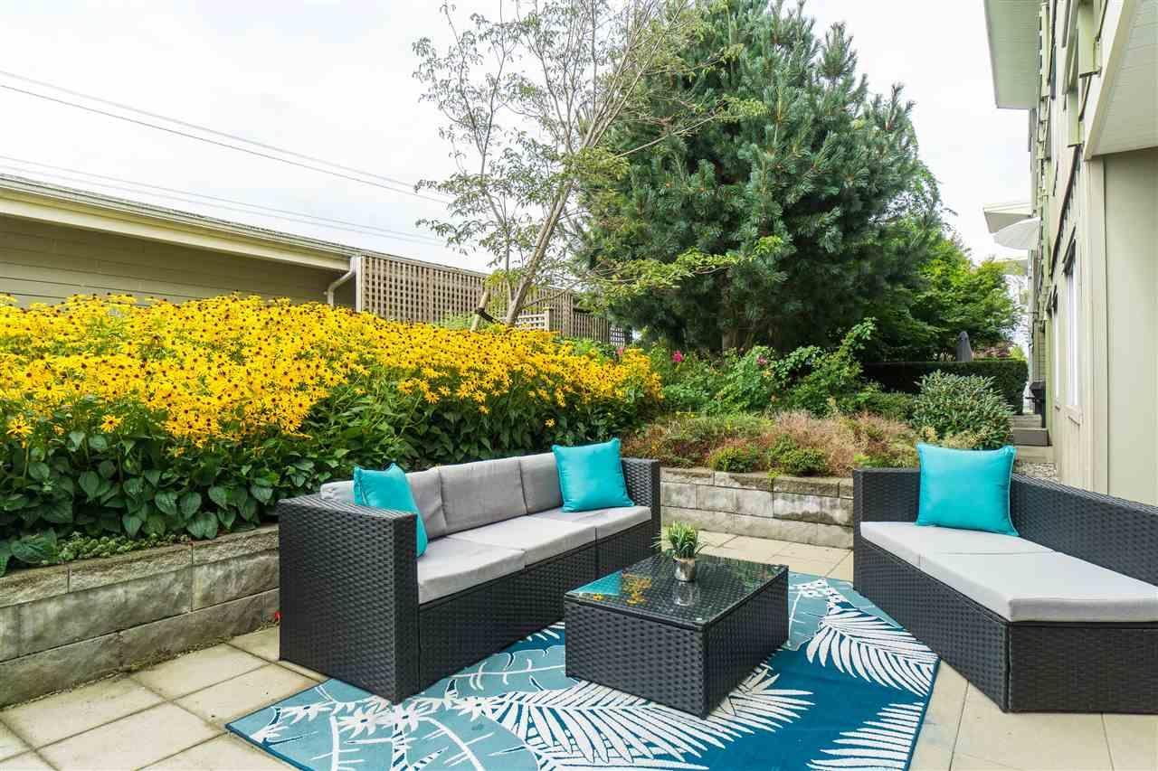 Main Photo: 262 15850 26 AVENUE in Surrey: Grandview Surrey Condo for sale (South Surrey White Rock)  : MLS®# R2405360