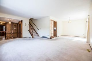 Photo 6: 32 Silver Ridge Court NW in Calgary: Silver Springs Detached for sale : MLS®# A1097094
