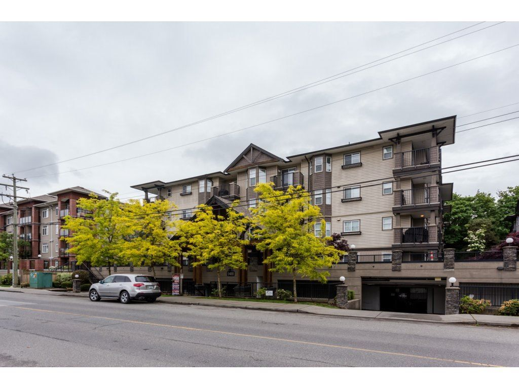Main Photo: 204 5488 198 STREET in Langley: Langley City Condo for sale : MLS®# R2139767