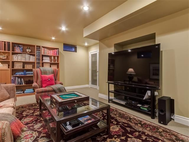 Photo 37: Photos: 7016 KENOSEE Place SW in Calgary: Kelvin Grove House for sale : MLS®# C4055215