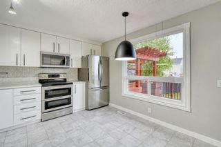 Photo 2: 215 Strathearn Crescent SW in Calgary: Strathcona Park Detached for sale : MLS®# A1146284