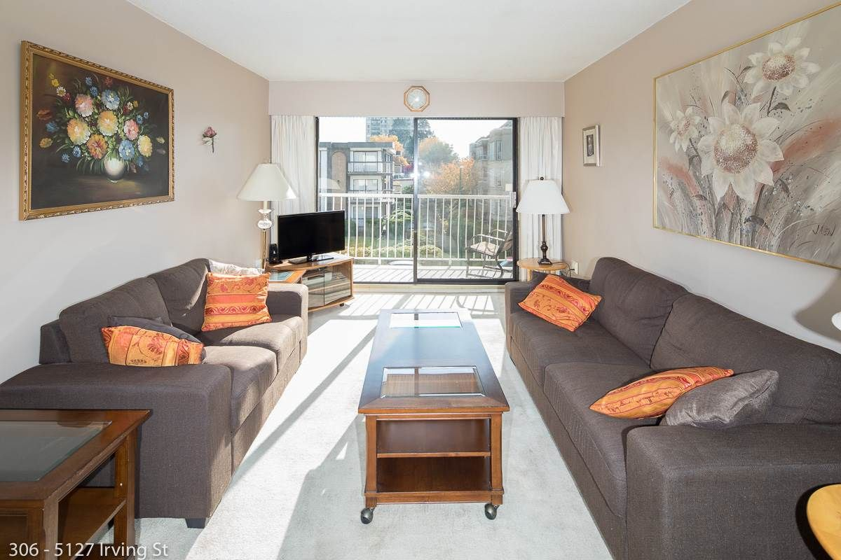 """Main Photo: 306 5127 IRVING Street in Burnaby: Forest Glen BS Condo for sale in """"IRVING APARTMENTS LTD"""" (Burnaby South)  : MLS®# R2574664"""